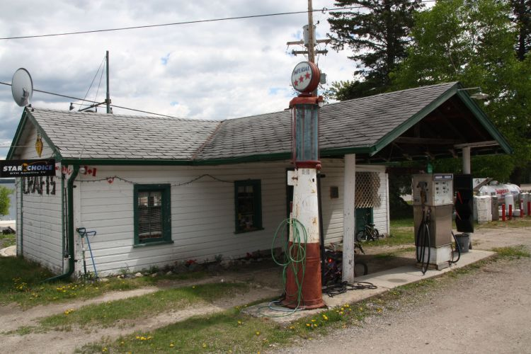 The Cottage & Country Store, formerly a gas station along the original Highway 1.